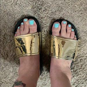 Guess Sandals Gold/Black 7/8 (GFTOBI)